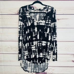 Cloth by rd Black and white abstract Flowy raglan
